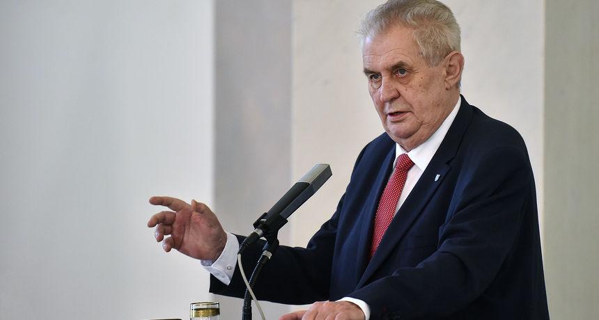 Češki predsjednik završio u bolnici! Mahao je kamerama, razlog dolaska se ne zna