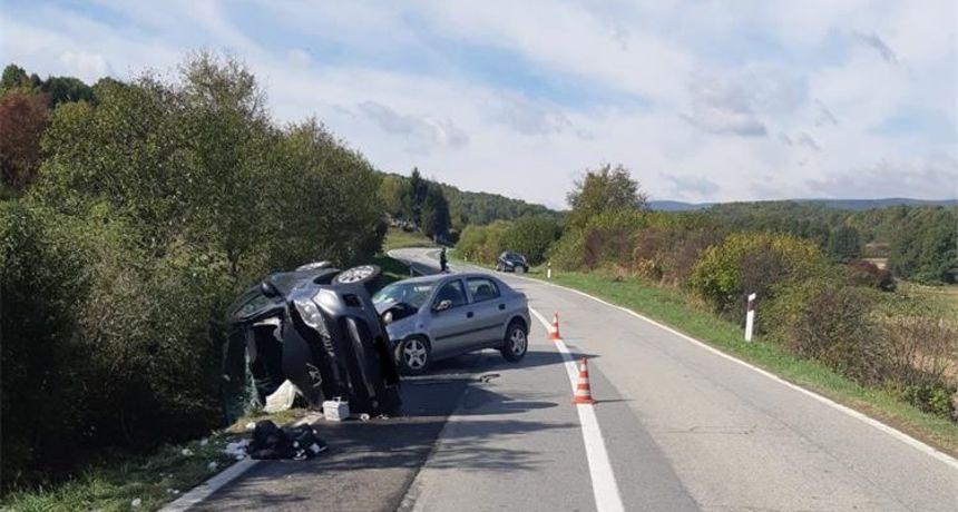 U teškoj prometnoj nesreći ozlijeđene četiri osobe, među njima i dvogodišnje dijete