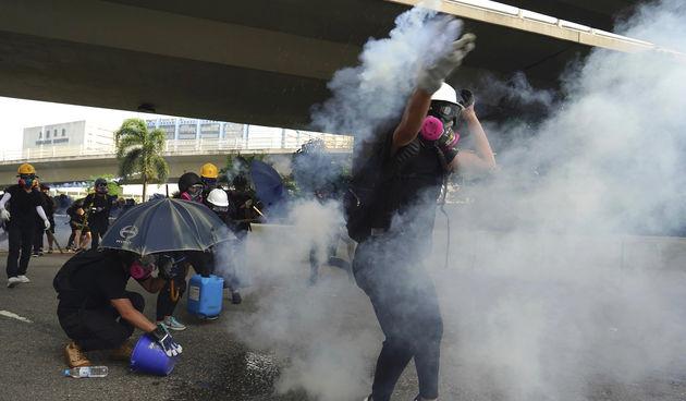 Suzavac na prosvjedu u Hong Kongu