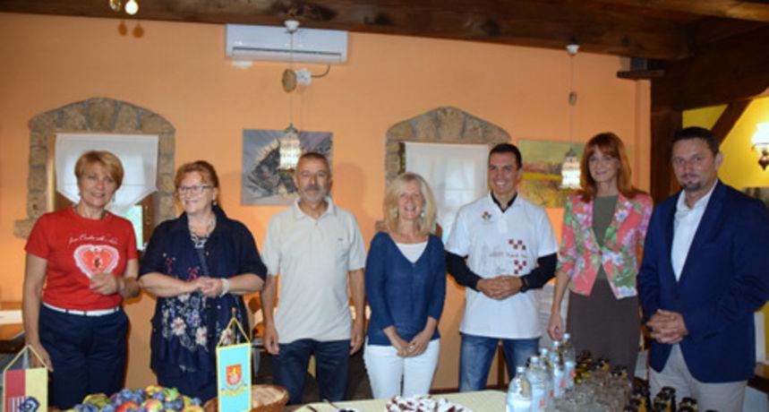 Bračni par iz Italije u Hrvatsku dolazi 30 godina - njihova noć u Rastokama bila 500-tisućita turistička ove godine u Karlovačkoj županiji