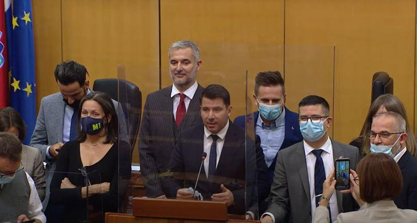 Usred saborske rasprave oporbenjaci ustali i stali za govornicu: 'Suprotstavimo se samovolji HDZ-a'