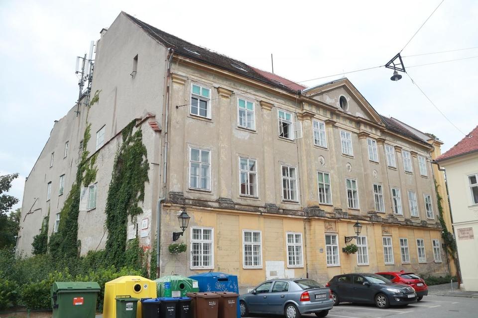 Zagreb: Zgrada DHMZ-a još nije počela s obnovom, unatoč vrlo opasnim djelovima zgrade