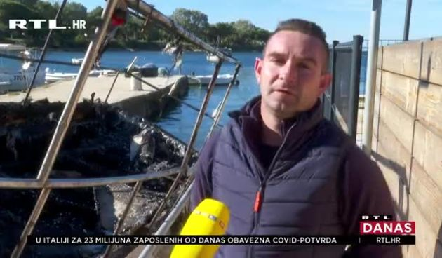 Drama kod Savudrije: Planula je ribarica, posadu su spasili policajci i vatrogasci, a ribari pazili su da brod ne potone (thumbnail)