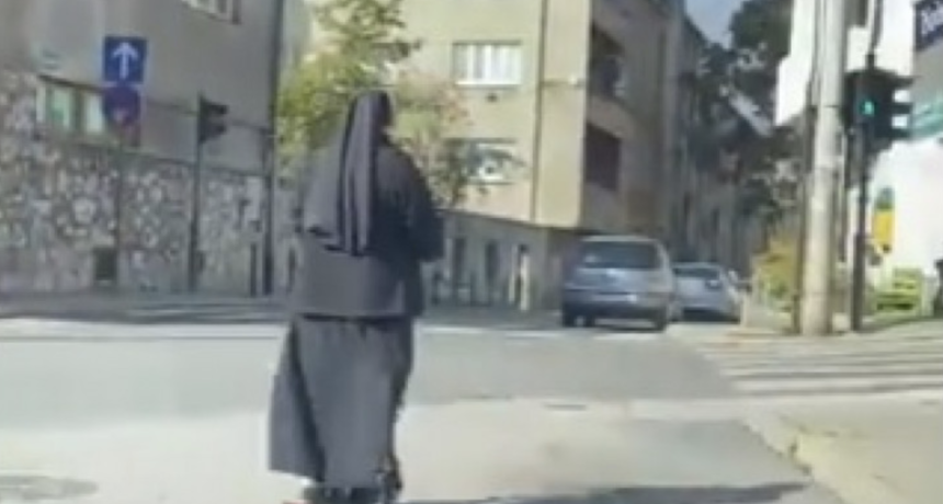 Nakon svećenika, evo i nje: Časna sestra na romobilu nasmijala regiju