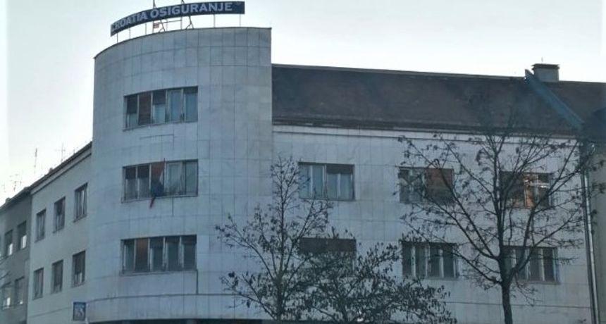 Maknuta skela sa Croatia osiguranja - Birač Mandiću: Vjerujete li Vi da je fasada uistinu obnovljena?