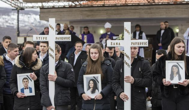 Hercegovina zavijena u crno: Prijatelji nose lijesove. Čuju se samo suze i jecaji