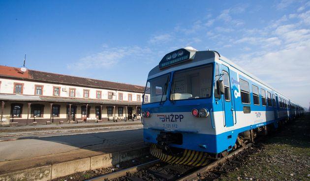 vlak željeznički kolodvor