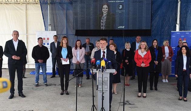 Jandroković došao dati podršku HDZ-ovim kandidatima pa završio na fotki u kupaćima: Bezazlena je, objavio sam ju kako bih relaksirao odnose