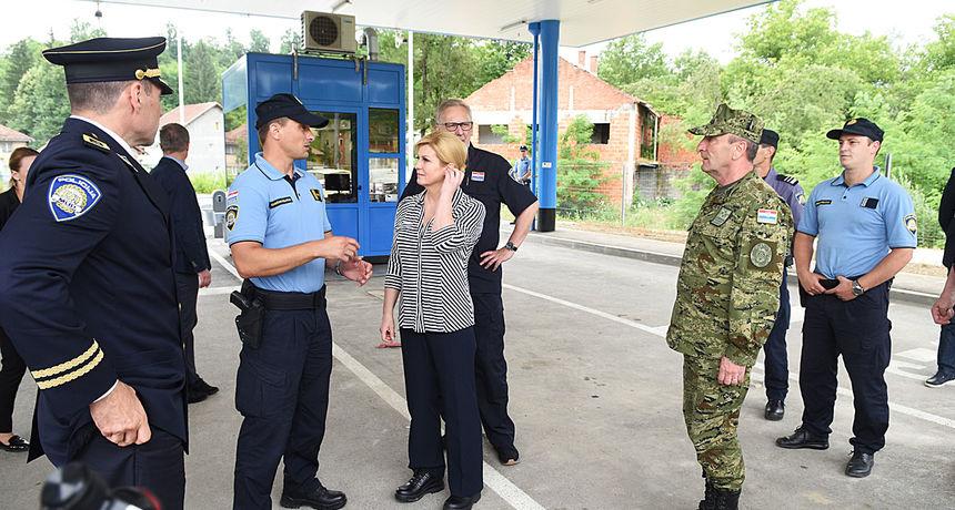 FOTO, VIDEO: Predsjednica Kolinda Grabar Kitarović u Slunju se družila s građanima, kod Cetingrada obišla granične policajce