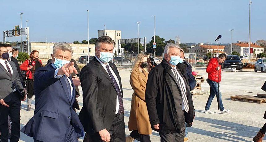 Premijer Plenković u posjetu Zadarskoj županiji dao podršku Longinu i Dukiću