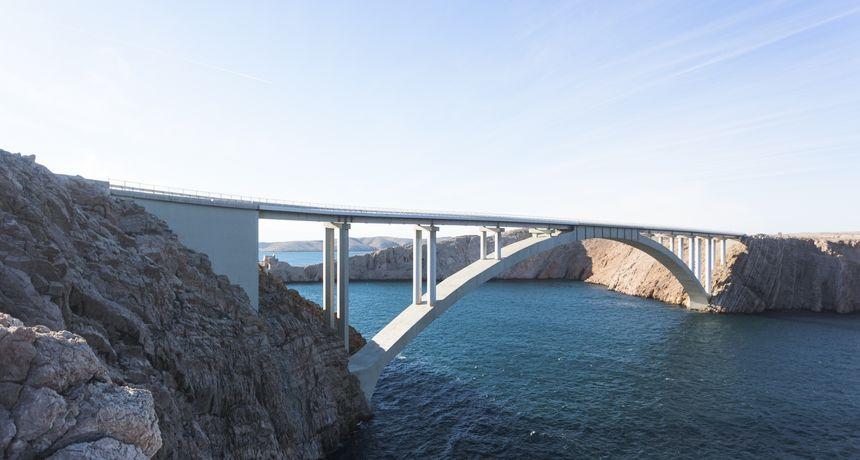 Paški most zatvoren za sav promet, između Sv. Roka i Posedarja prometuju samo osobna vozila