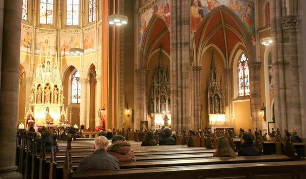 Nedjeljna misa u osječkoj katedrali sa samo 25 vjernika