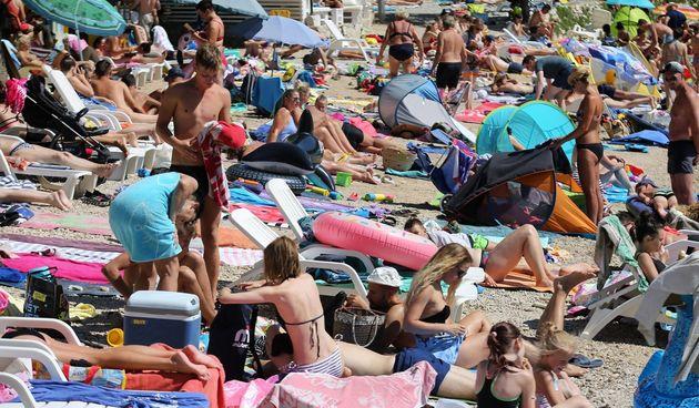 turisti plaža gužva