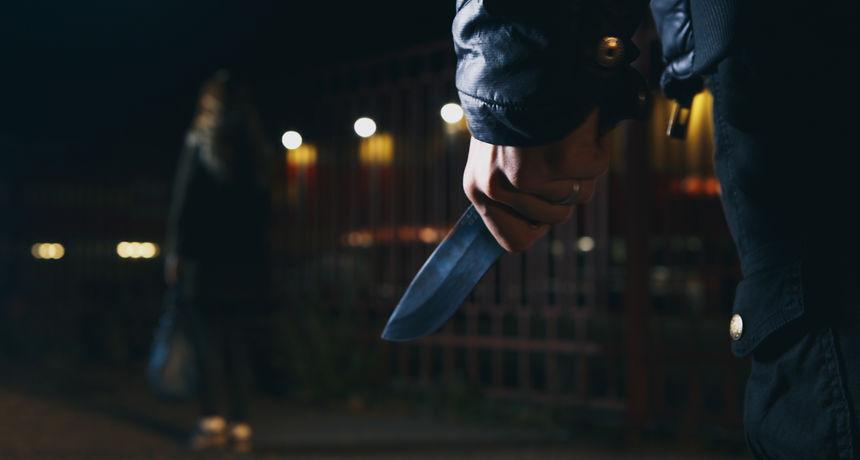Uhićena trojica mladića koji su prijetili nožem zaposlenici u trgovini i tražili novac