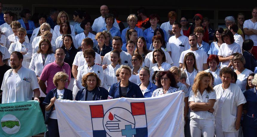 VIDEO I FOTO Nezadovoljni radnici u zdravstvu poslali poruku Vladi i iz čakovečke bolnice