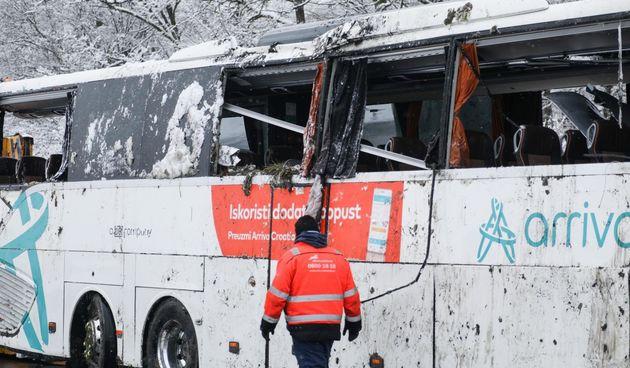 FOTO GALERIJA Kod Jastrebarskog se prevrnuo autobus - ozlijeđena 2 vozača i 6 putnika FOTO Davor Puklavec/PIXELL