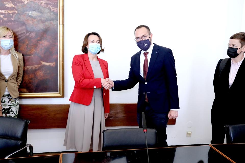 Tomaševića dočekala Pavičić Vukičević: Preuzeo je dužnost gradonačelnika