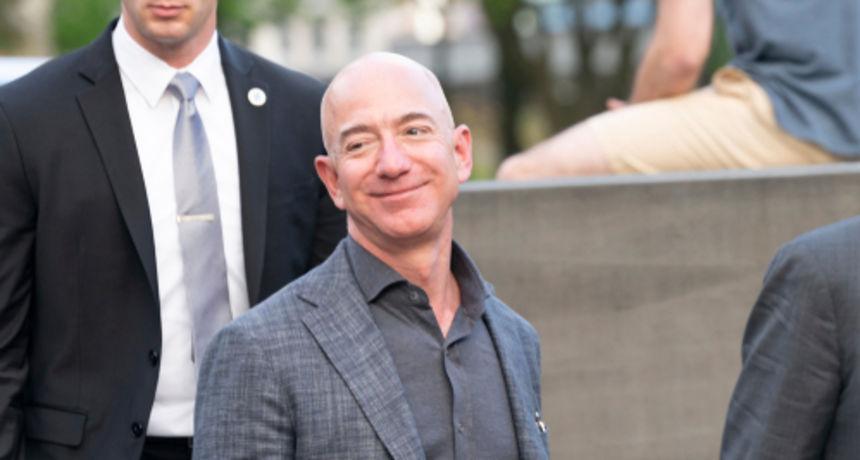 Najbogatiji čovjek na svijetu Bezos spreman za nekoliko minuta u svemiru