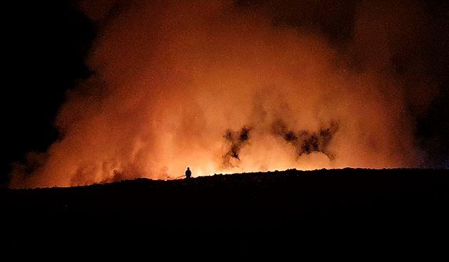 Sinoć izbio požar na odlagalištu otpada na Ilovcu - cijelu noć ga gasili vatrogasci, sad je ugašen i pod nadzorom