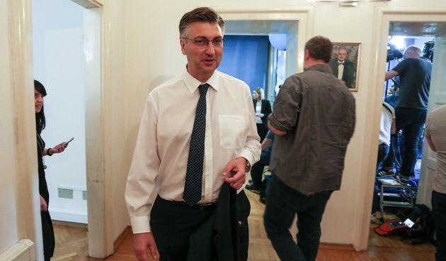 U stožeru HDZ-a još uvijek bez gužve: Plenković stigao dobro raspoložen i nasmiješen