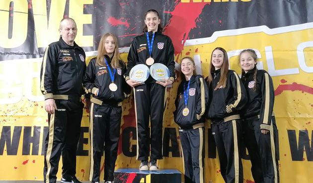 Nakon pobjede na Europskom kupu mlada Karlovčanka Lara Mihalić postala i državna prvakinja u point fightingu