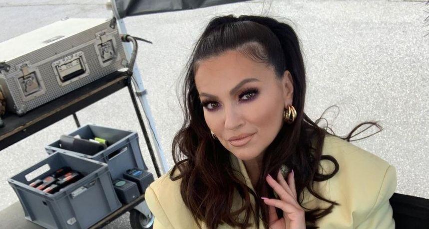 Nina Badrić ne prestaje objavljivati fotografije na kojima izgleda kao sestra blizanka J.Lo