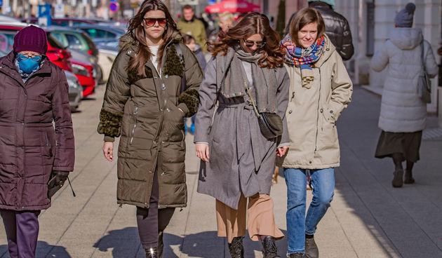 Ni minusi nisu spriječili Osječane da uživaju u šetnji i kavi s nogu