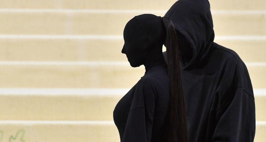 Otkrivaju se misterije oko Kim Kardashian na Met Gali: Poznato je tko je maskirani muškarac i kako je zvijezda izgledala ispod maske