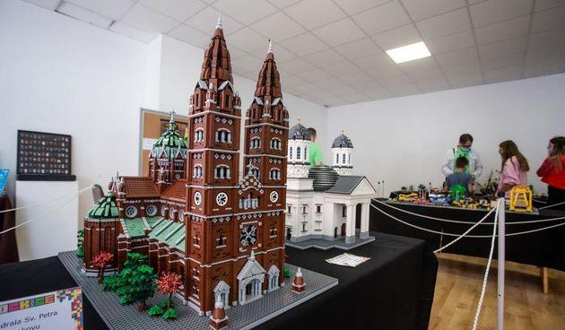 Pogledajte đakovačku katedralu izgrađenu od 15 tisuća lego kockica