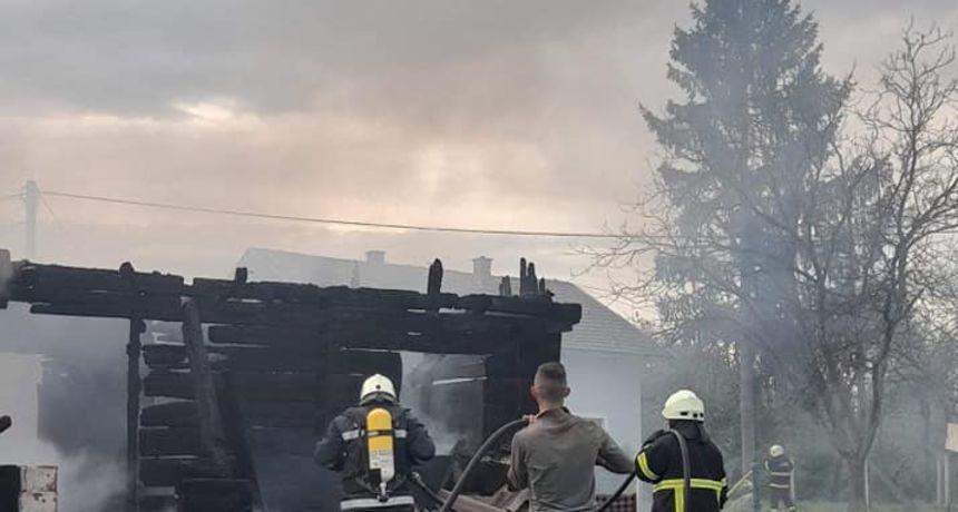 Vatra im progutala kuću: Roditelji i sedmero djece ostali bez svega što su imali!