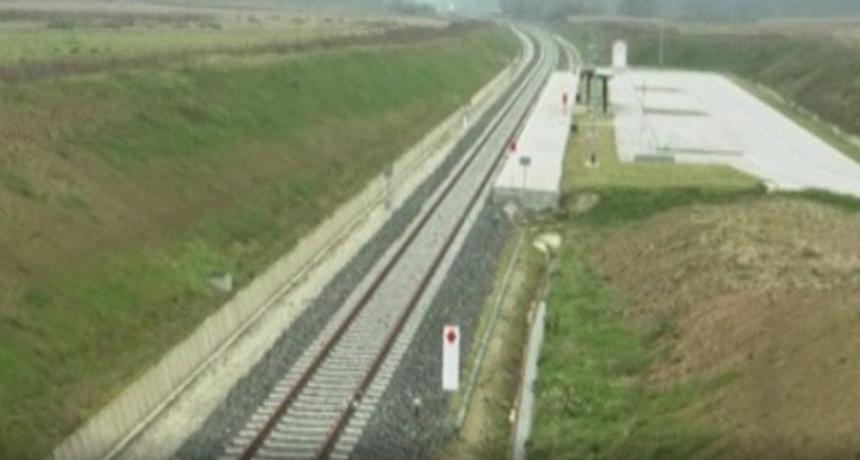 Nova nesreća u Karlovcu: Smrtno stradala osoba u naletu vlaka