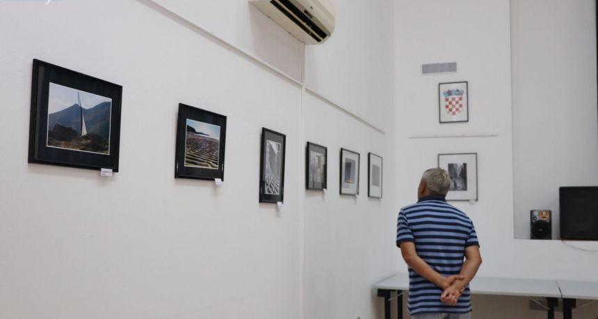 Galerija Dom na žalu ugostila otočne fotografe zadarskoga arhipelaga