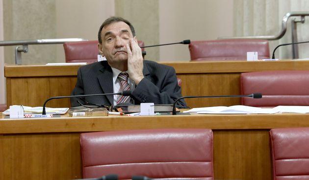 Pospani SDP-ovac Nenad Stazić tražio stanku na početku sjednice Sabora