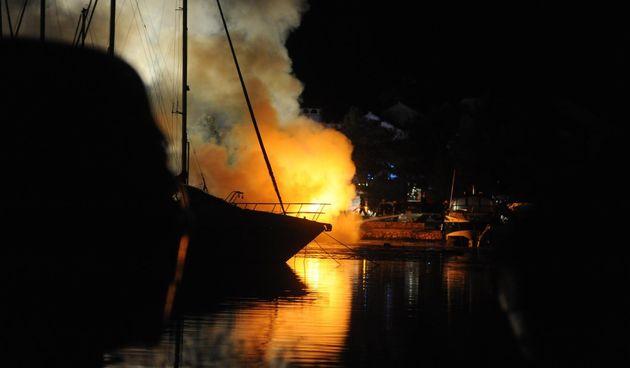 požar na čamcu
