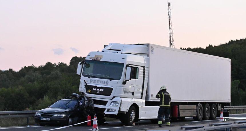 Poznat uzrok strašne nesreće na A-1, osumnjičenik završio u pritvoru - vozač kamiona udario u osobni automobil jer je koristio mobitel