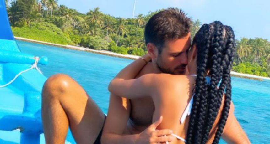 U strastvenom zagrljaju: Tko je misteriozna Hauserova sirena s kojom uživa na Maldivima?