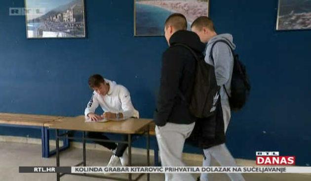 Duga tradicija dežurstva učenika na školskim portama postaje prošlost? (thumbnail)
