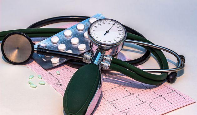 Visoki kolesterol i visoki krvni tlak: Brojne studije pokazale su da postoji poveznica između demencije i ova dva stanja te se savjetuje zdrav načina života.