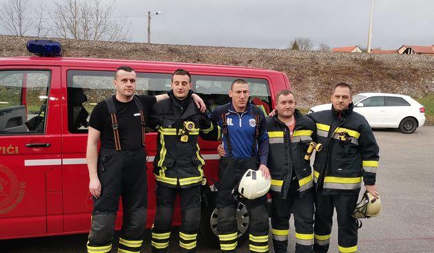 Duga Resa pomaže potresom razrušenu Petrinju - kompletna oprema i tim osposobljenih vatrogasaca za djelovanje u ruševinama, ali i financijska pomoć