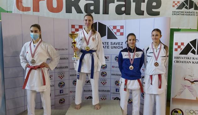 Petra Stojković iz Karate kluba Karlovac 1969 osvojila brončano odličje na prvenstvu Hrvatske za mlađe seniorke