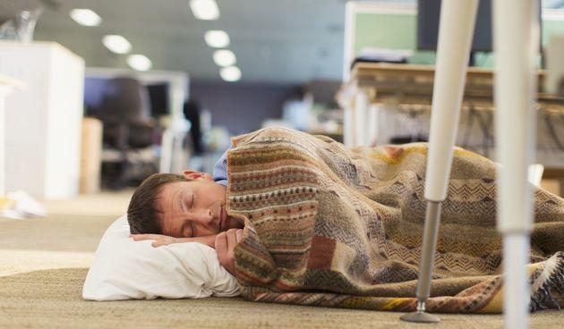 Spavanje na podu, mirisanje krastavaca i jabuka, sanjarenje...