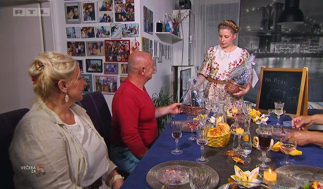 Sena+dirnula+goste+svojim+iznenađenjem,+a+Željko+zapjevao+(thumbnail)
