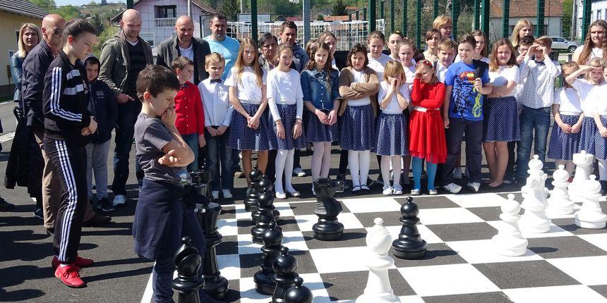 Uz partiju šaha otvoreno igralište Područne škole Črešnjevo te su najavljeni Dani Centra izvrsnosti Varaždinske županije