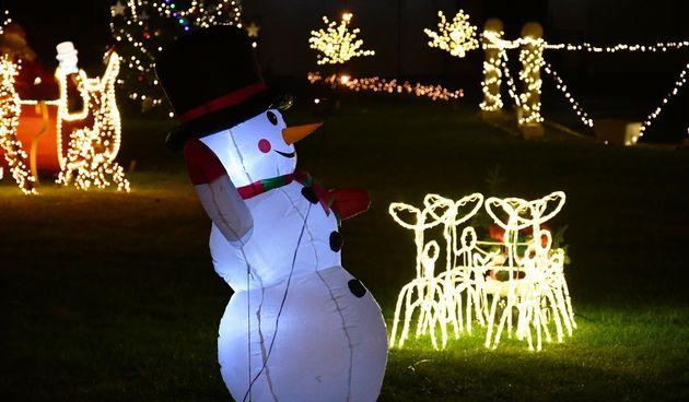Upalili tisuće lampica i stvorili pravu božićnu bajku u slavonskom selu