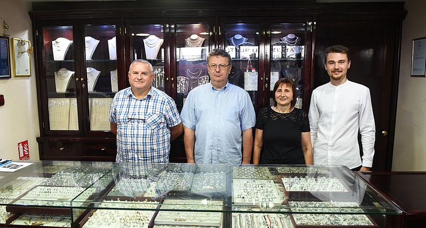 Tradicija starog zlatarskog zanata nastavljena je i u Karlovcu - obitelj Gerić je njeguje ručno izrađujući unikatni nakit