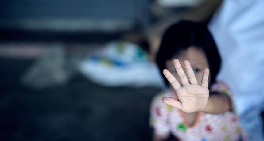 Kazniti dijete 'po guzi' može biti opasno po njegov mozak - reakcija je slična težem zlostavljanju