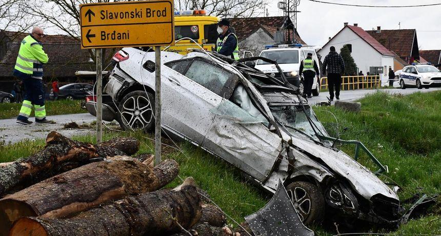 U stravičnoj nesreći poginuo 31-godišnjak: Vozio je kroz selo 150 km/h?