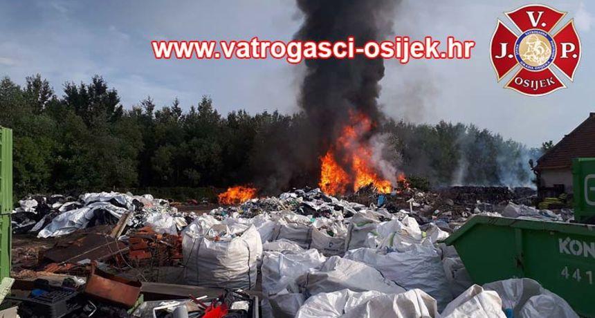 Vatrogasci objavili detalje velikog požara u Osijeku, na gašenje potrošili 50 tisuća litara vode