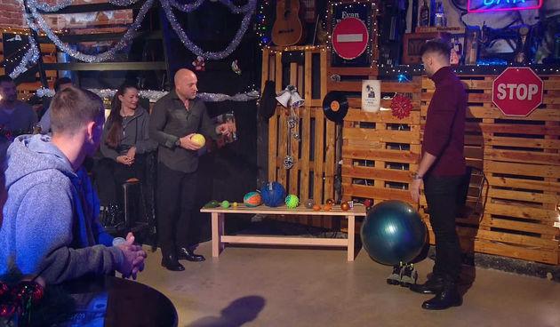 Bruno u izazovu otežanog tehniciranja: s nogometnom loptom mu ide sjajno, a kako mu ide s drugim?  (thumbnail)