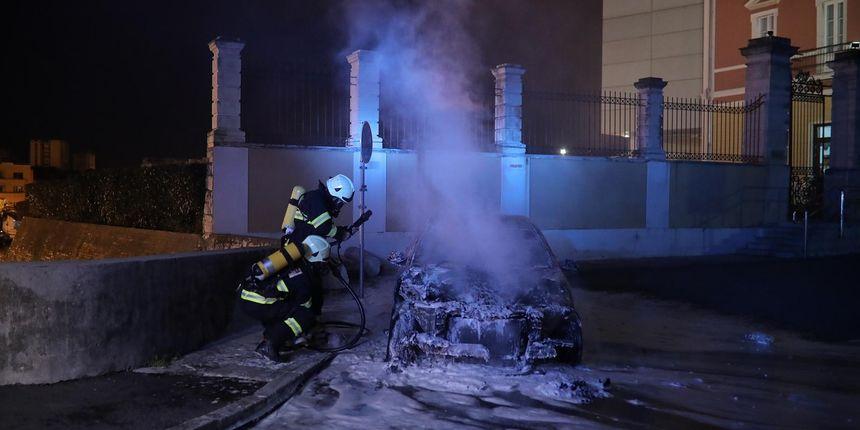 Na Muraju kod MAS-a noćas u potpunosti izgorio BMW